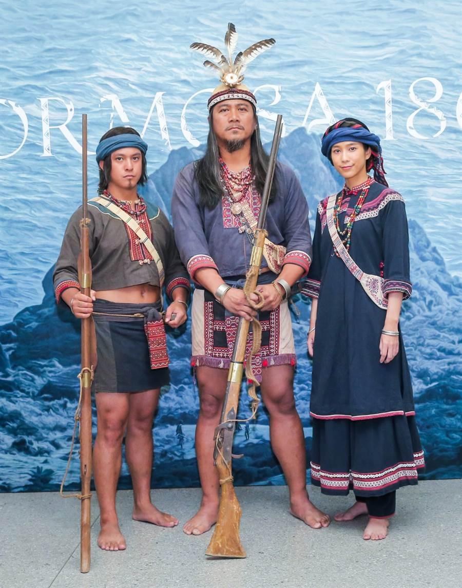 公視《斯卡羅》定名記者會,左起為黃遠、查馬克、温貞菱。(盧禕祺攝)