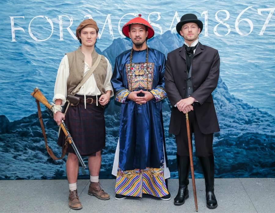 公視《斯卡羅》定名記者會,左起為周厚安、黃健瑋、法比歐。(盧禕祺攝)