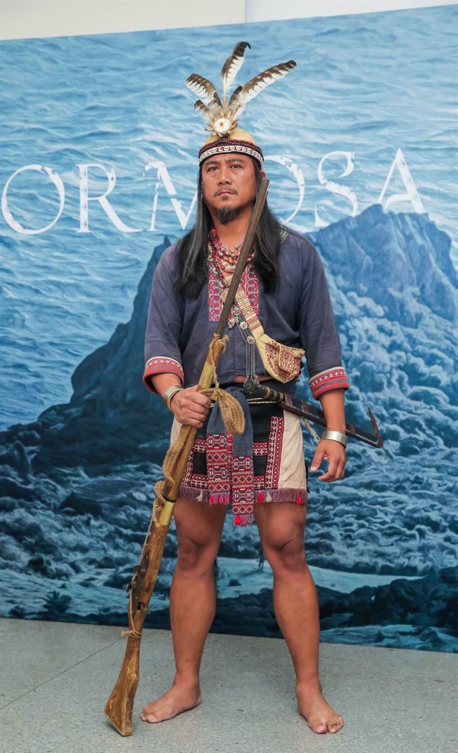 查馬克・法拉屋樂在公視《斯卡羅》飾演部落領袖。(盧禕祺攝)