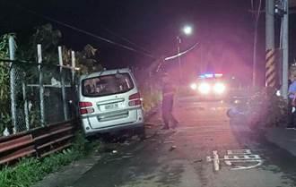 酒駕自撞電桿害電線懸空 2機車騎士1死1傷