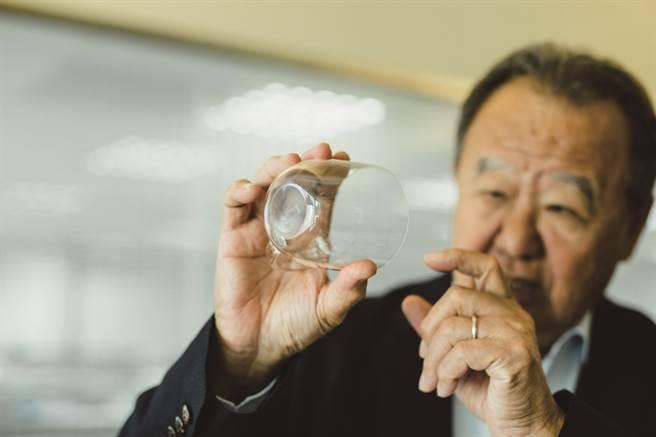 用台玻生產的超白玻璃,營造出亮麗通透的極簡空間。(圖/宋修亞)