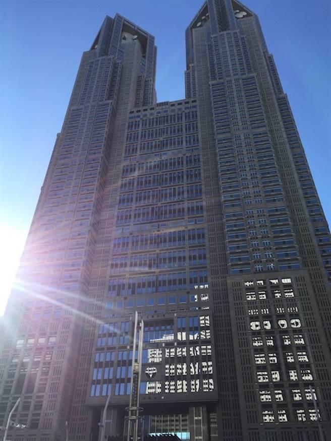 東京都知事小池百合子12日正式宣布出馬競選連任。(圖為東京都廳,黃菁菁攝)
