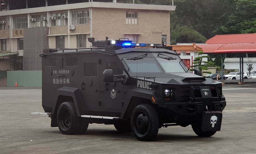 本次新增購的Lenco Bearcat G2輪式裝甲車,曾於「神鬼認證」系列電影中現身。(警政署提供)