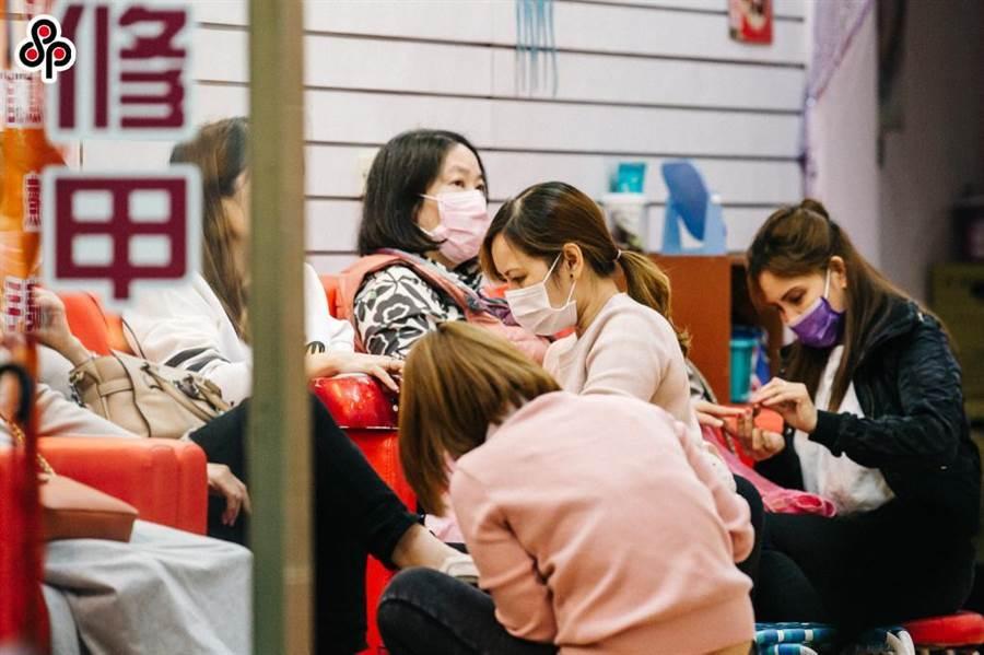 隨著中央流行疫情指揮中心6月上旬宣布解封,技檢中心表示,美容美髮的技能檢定項目將由7月起開始舉行。(報系資料照)