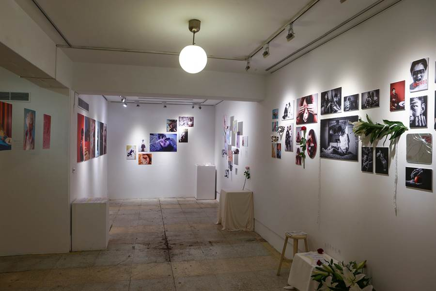 台灣科技大學設計系商業攝影課大一學生,今(12)日起至28日止,在田園城市生活風格書店舉辦「NEWtro」攝影聯展,現場展出多幅學生作品。(李侑珊攝)