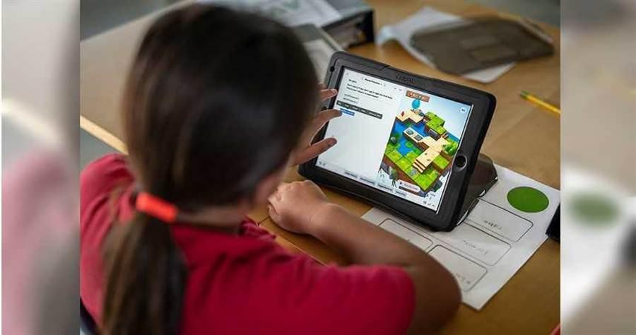 6月16日,蘋果將揭曉Swift Student Challenge決賽入圍名單,鼓勵來自世界各地的學生開發者,都有機會透過創造自己的Swift playground。(圖/Apple提供)