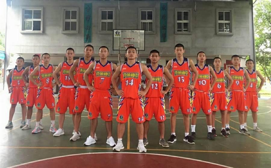 台南市東原國中籃球隊打入JHBL乙級決賽前8強,12日出發至台北比賽爭冠。(蔡育輝服務處提供/劉秀芬台南傳真)