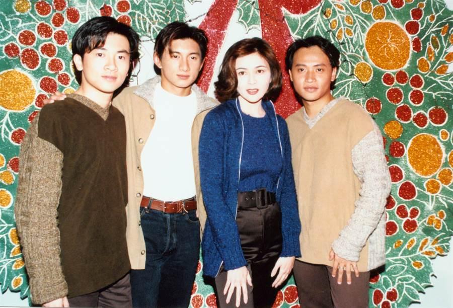 小虎隊左起蘇有朋、吳奇隆、陳志朋和關之琳合照。(圖/ 中時資料庫,張兆輝攝)