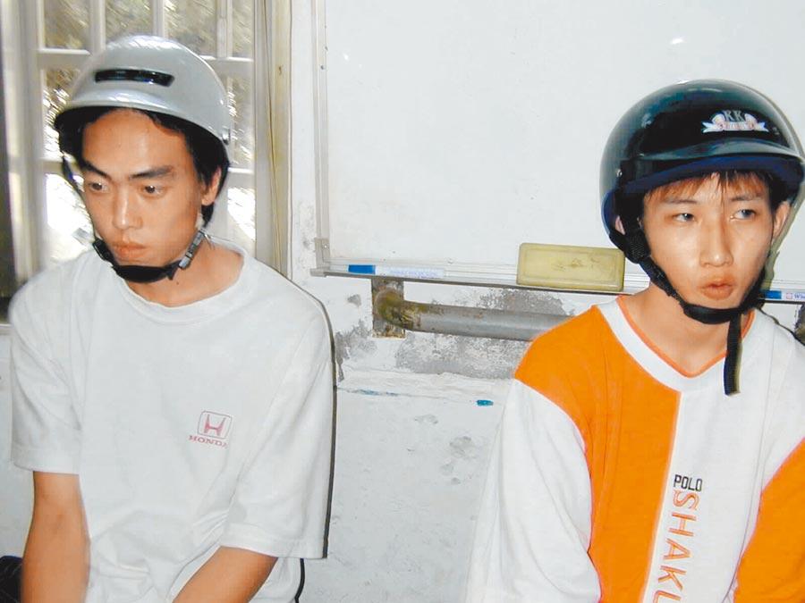 謝志宏(右)20年前遭「老大」郭俊偉(左)拖下水,捲進殺人案。(本報資料照片)