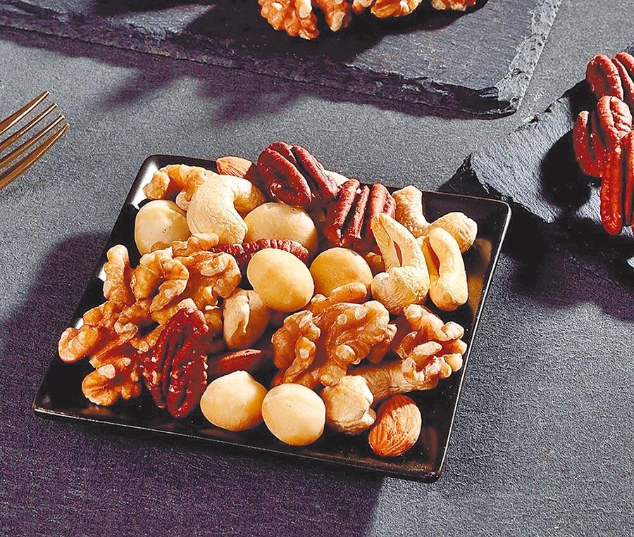 樂天市場的每日優果活力綜合堅果,特價290元。(樂天市場提供)