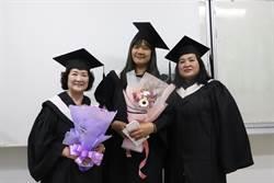 72歲黃林阿菊阿嬤圓大學夢 獲台首大特殊勤學獎
