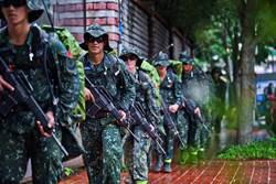 圖輯有片》機槍壓制射擊 特戰部隊350公里行軍戰術訓練
