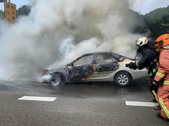 引擎冒煙下秒燃燒 國道南下火燒車車流回堵1公里