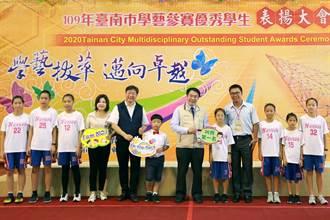 黃偉哲表揚學藝參賽優秀學生 籲學生多元發展探索興趣