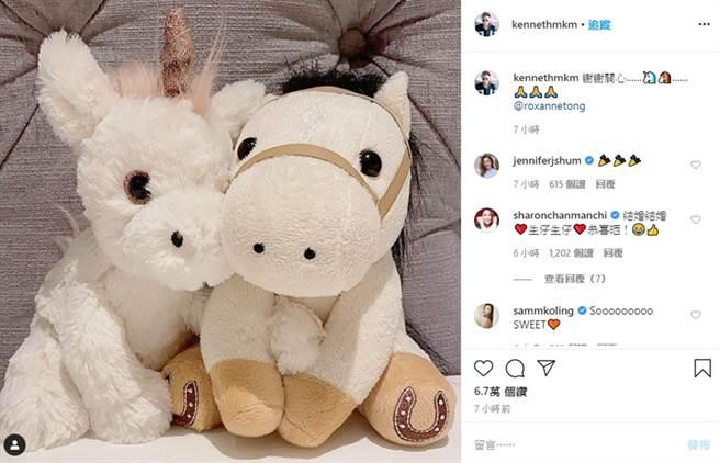 馬國明、湯洛雯曬出情侶玩偶。(圖/翻攝自kennethmkm IG)