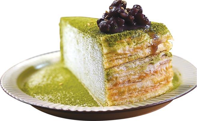 除了雪花冰外,在〈昭和冰室〉也可吃到不同的甜點,圖為用紅豆搭配的〈抹茶千層〉,每份180元。圖/姚舜
