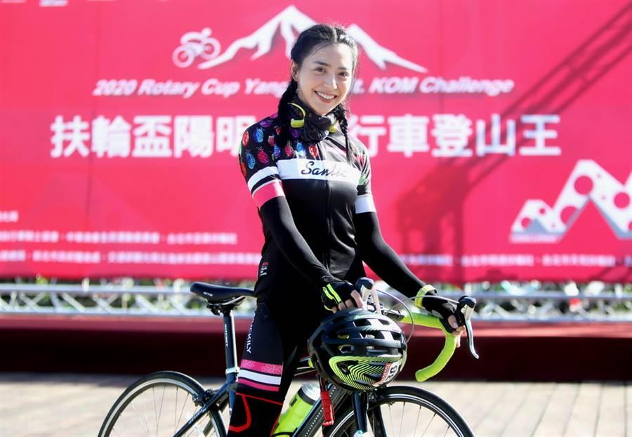廣告正妹宋城希成功完成挑戰。(中華民國自行車騎士協會提供)