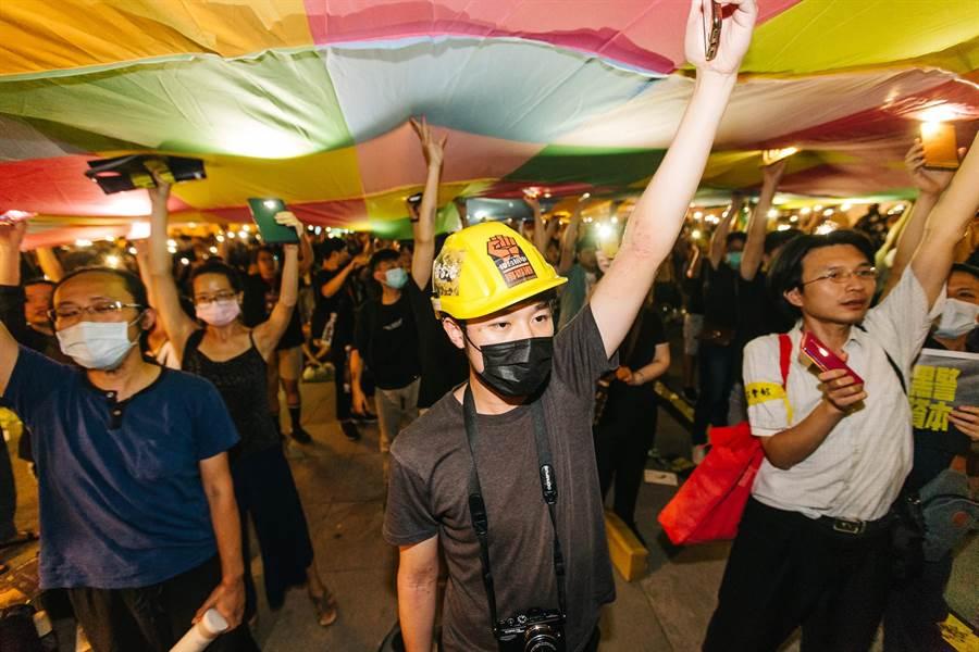 「抗爭未完、台港同行」晚會,不少民眾與在台港人皆出席活動。(郭吉銓攝)