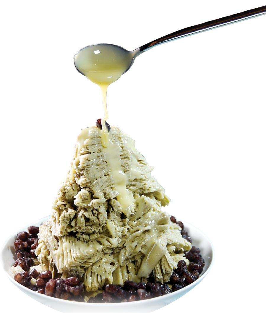 吃貨都知道,煉乳是抹茶雪花冰的「麻吉」,蜜紅豆則是抹茶冰品的好朋友,美福飯店〈彩匯〉自助餐廳也知道。圖/姚舜