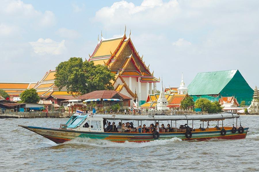 泰國官員12日表示,將放寬旅遊限制,允許新冠肺炎疫情感染率與泰國差不多的國家旅客入境後、無需隔離14天。有報導指名單包括中國大陸、日、韓等國家,台灣未被列入。(本報資料照片)