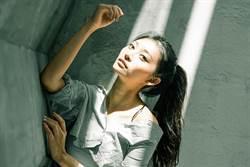 周子瑜翻版「G級祈錦鈅」更性感 穿比基尼潛水辣秀惹火曲線
