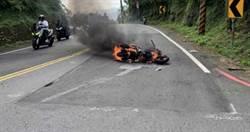 男騎士北宜公路與腳踏車相撞 漏油起火2人傷