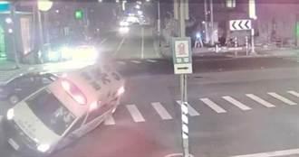 救護車值勤遭撞翻 車上2車禍傷患嘆有夠衰