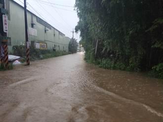 午後大雷雨!新北這些地區淹爆 2人受困沙洲