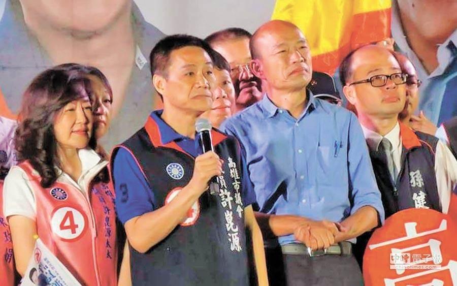 高雄已故議長許崑源與前高雄市長韓國瑜在選舉時的合影。(圖/本報資料照)