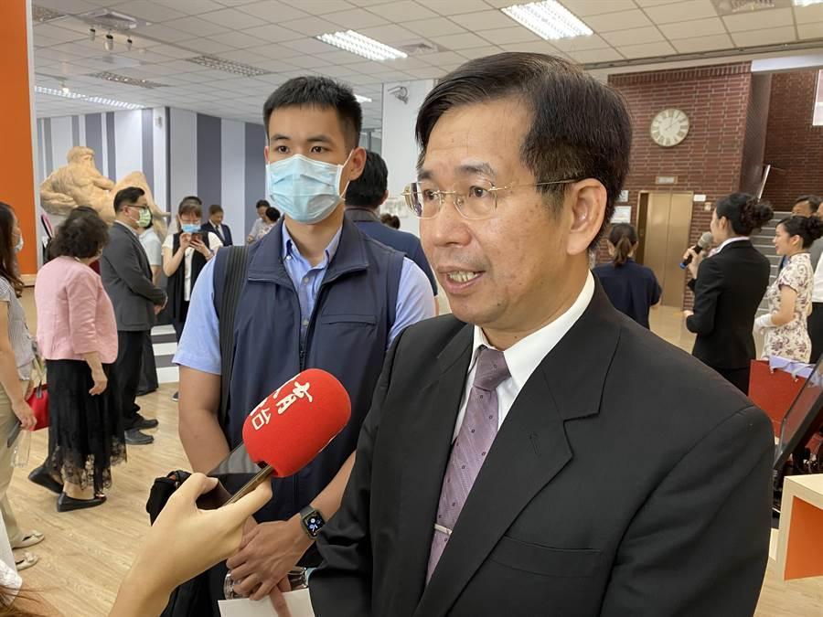 教育部長潘文忠表示,將在暑假期間讓境外生分批入境。(林志成攝)