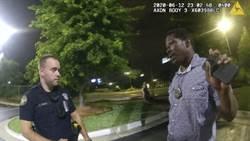 影》美警公開隨身錄影 非裔男死前激烈反抗