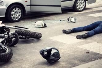 竹南科學園區趕上班 白牌重機撞奧迪 21歲騎士噴飛30米爆頭亡