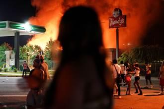 火燒漢堡餐廳神秘客是她 美警方30萬懸賞