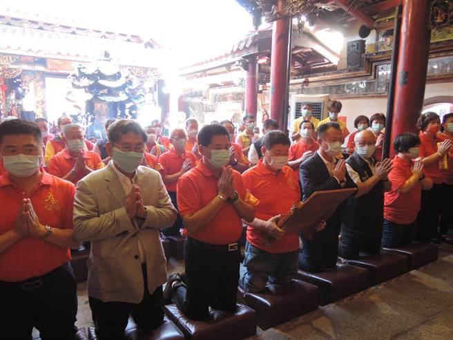 為因應疫情,一年一度大甲媽祖遶境的重頭戲「祝壽大典」改為在廟內舉行。(張毓翎攝)