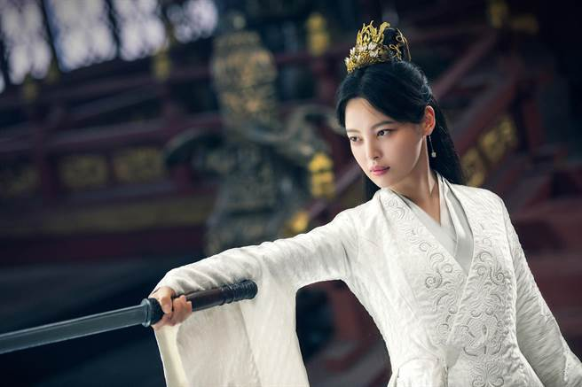 辛芷蕾在《慶餘年》飾演北齊聖女海棠朵朵。(中天娛樂台提供)