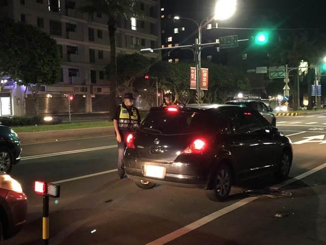 林口警分局深夜強力取締無規車輛,也積極攔查酒駕、改裝車輛。(林口警分局提供/賴彥竹新北傳真)