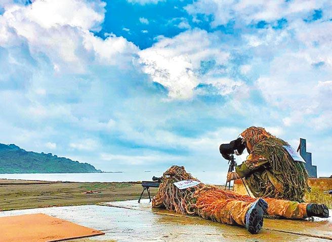 濱海狙擊,以強化狙擊手濱海地區精準射擊能力。(憲兵指揮部提供)