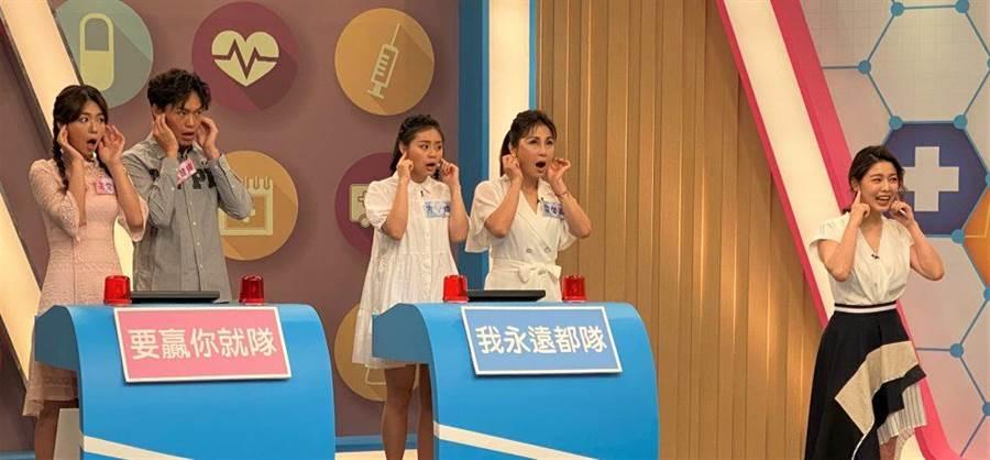 李又汝(左起)、黃鐙輝、方琦、梁佑南與白家綺一起自我檢測。(民視提供)