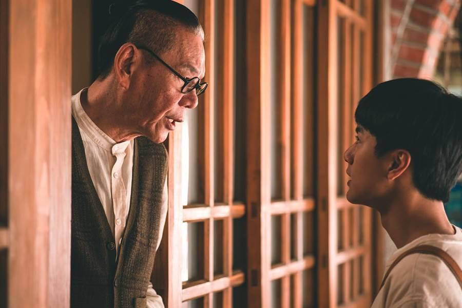 龍劭華與李冠毅一起演出《老姑婆的古董老菜單》。(華視提供)
