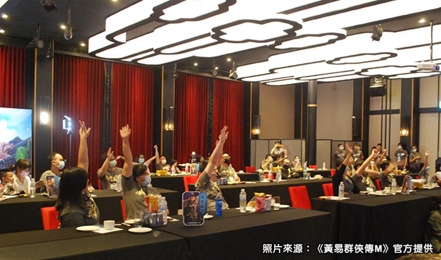 「黃易特工錶」內含一組永久VIP虛寶序號,現場玩家紛紛舉手爭取〈圖/黃易群俠傳M官方提供〉
