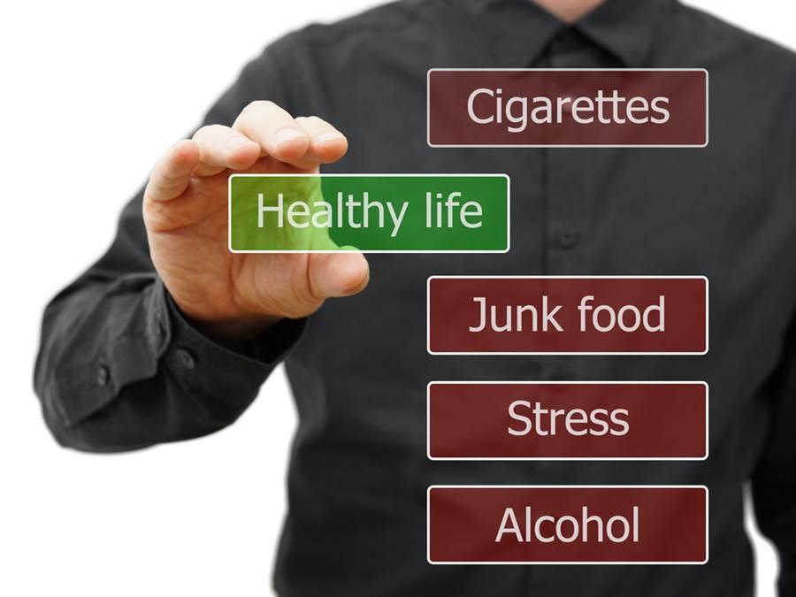 「肺癌」是國人致死率第一名的癌症,且近年來有年輕化的趨勢,雖近年也發生不少非抽菸族卻罹患肺癌的案例。(達志影像/shutterstock)