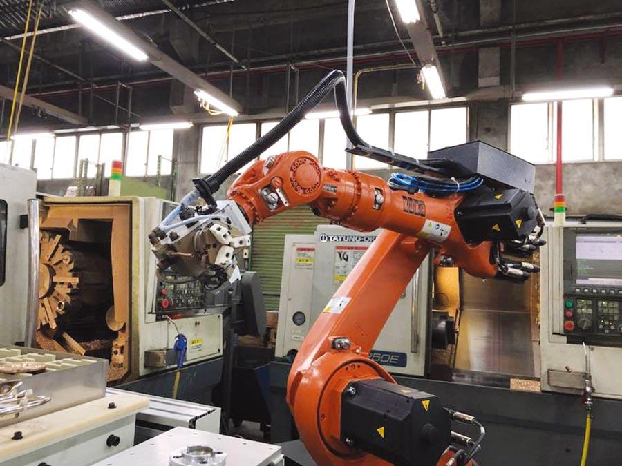 該公司採用德國KUKA機械手臂,即是看好耐用又穩定性高等特色,可降低維修率,讓客戶減少停工損失。圖/世寶機器提供