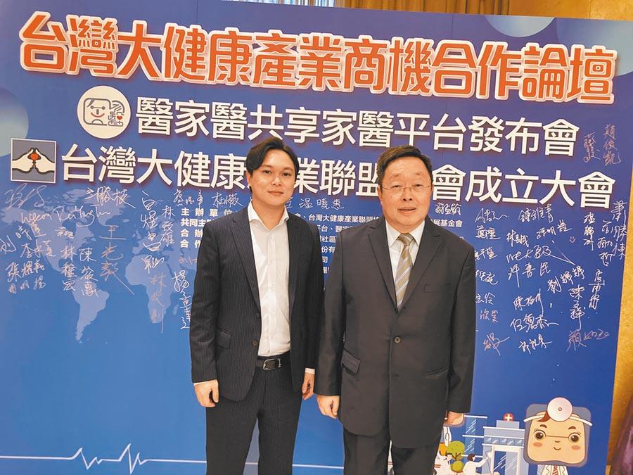 兩岸企業家聯合會理事長王國安(右)及醫家醫平台總經理王昱智。(記者葉文義攝)