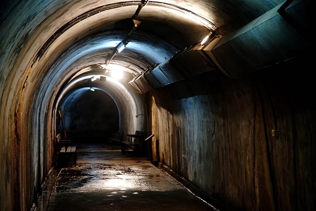 去年剛開放的鼓山洞,是日治時期建造的防空洞之一,總長約200公尺。(圖片提供/Mook)