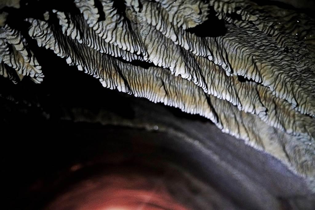 鼓山洞被形容是高雄最神秘的鐘乳石洞。(圖片提供/Mook)