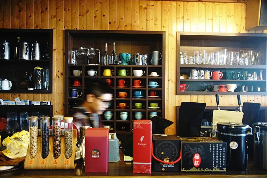 主打桃源咖啡的藤咖啡,透過參加烘豆比賽,取得咖啡證照,帶入產地特色。(攝影/曾信耀)