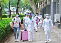 北京疫情告急 多家醫療團隊馳援地壇醫院