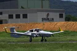 安捷教練機 成桃機首架進場起降練習飛機