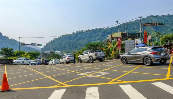 最易壅塞的內灣老街到尖石風景區,警方在端午連假規畫4條替代道路。(羅浚濱攝)