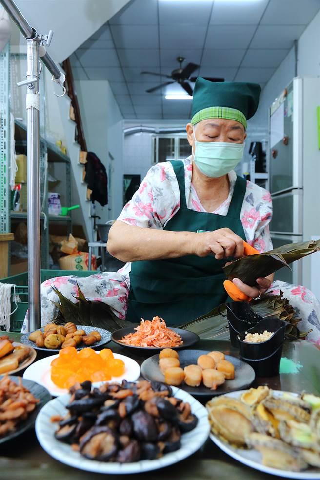 龐家肉粽以傳統肉粽為主,近幾年更開發不少口味。(攝影/Carter)